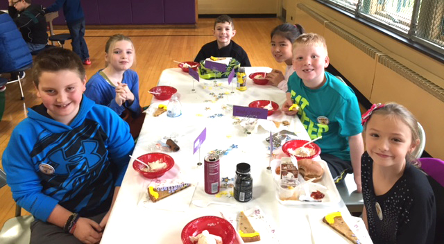 students eatinig dessert