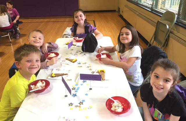 students eating dessert