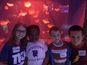 kids by an exhibit