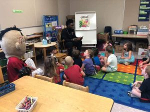 Mohawks player reading to students